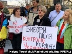 Під час акції «Ні капітуляції!» проти підписання в Мінську так званої «формули Штайнмаєра». Львів, 2 жовтня 2019 року