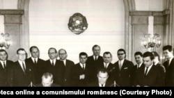 La Ministerul Afacerilor Externe, se semnează Aranjamentul de schimburi în domeniul culturii, învăţământului şi ştiinţei, între R.S. România şi S.U.A.(18 II 1967) Fototeca online a comunismului românesc; cota: 93/1967