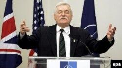 Бывший лидер Польши Лех Валенса назвал «дураком» нынешнего президента за предположения о том, что он покрывал тайную деятельность военных контрразведчиков