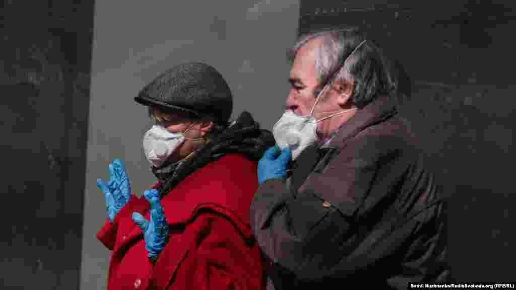 Перебування без масок у громадському місці заборонене. Штраф у 17 тисяч гривень