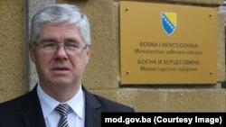 Zekerijah Osmić, bivši ministar odbrane BiH, smatra da značajan broj zemalja članica NATO ne izdvaja dva posto BDP-a za svoje oružane snage.