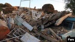 Шығыс Әзербайжан провинциясындағы жер сілкінісінен кейінгі көрініс. Иран, 12 тамыз 2012 жыл.