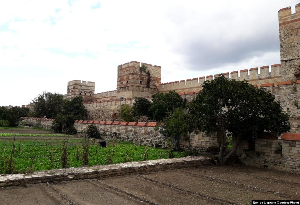 Мури Константинополя (Царгорода), зведені в V столітті. Сучасний вигляд