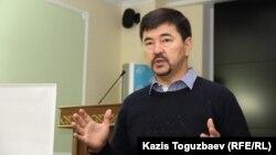 Қазақстандық бизнесмен Марғұлан Сейсембаев семинар өткізіп тұр. Алматы, 21 қыркүйек 2015 жыл.