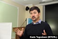 Предприниматель Маргулан Сейсембаев, автор бизнес-инициативы «Я отвечаю», выступает на своем семинаре. Алматы, 21 сентября 2015 года.