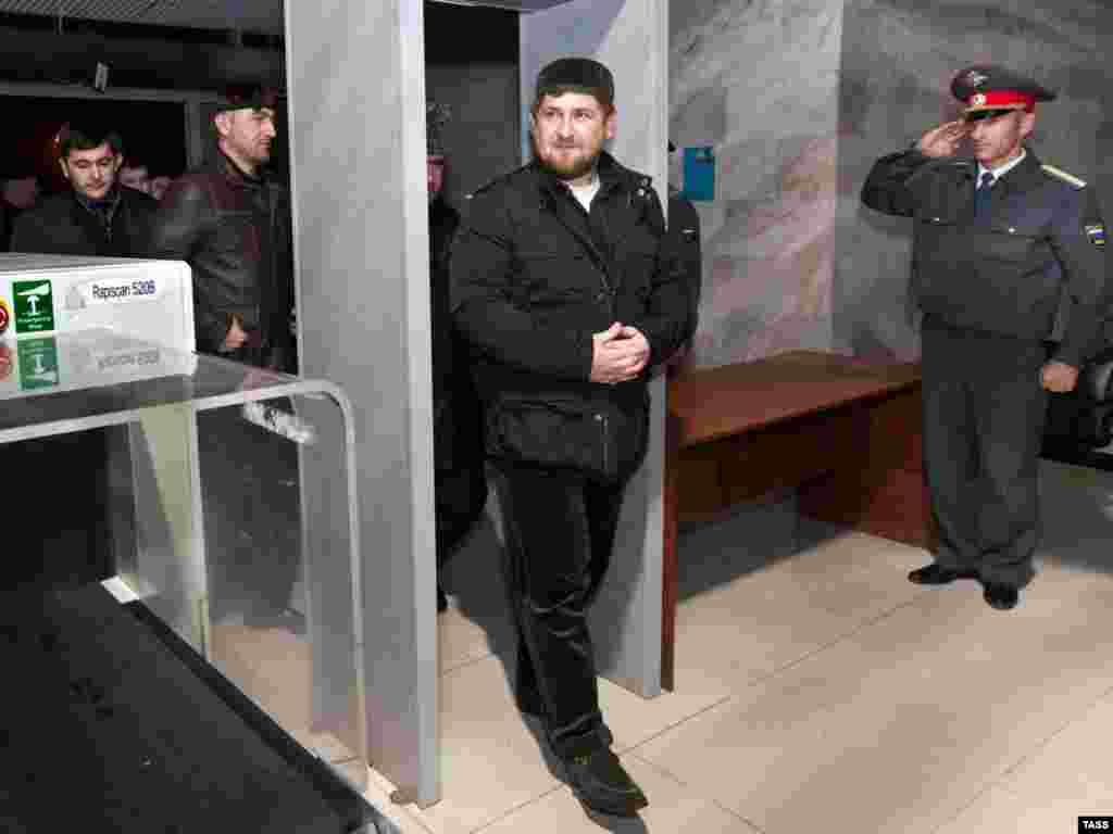 Рамзан Кадыров провожает первый международный рейс в Мекку из аэропорта Грозного