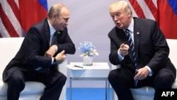 Дональд Трамп и Владимир Путин во время формальной встречи на саммите Группы 20