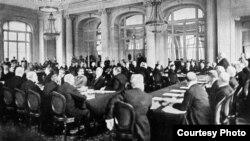 Dezbaterile dintr-un Comitet al Conferinței de la Paris (Foto: I. Țurcanu, M. Papuc, Basarabia în actul Marii Uniri de la 1918)