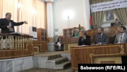 افغانستان: د کابل بانک پخوانی مشر شېرخان فرنود په کابل کې د عدالتي اورېدنې پر مهال. ۰۵مارچ ۲۰۱۳م کال