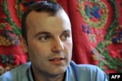 """""""Učiniću sve da bojkot ne traje dugo, jer sam imao kontakt sa ministarstvom, da dođu u Srebrenicu i poslušaju roditelje srpske djece, da vide štanjih tišti i da krenemo u rješavanje"""", kaže načelnik Opštine Grujić za Radio Slobodna Evropa"""