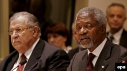 کوفی عنان دبیر کل سازمان ملل متحد می گوید همسایگان عراق باید برای حل بحران این کشور، مشارکت کنند