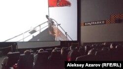 Зрители на показе в алматинском кинотеатре. Иллюстративное фото.