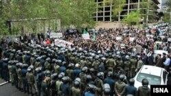 تجمع در مقابل سفارت سعودی در تهران