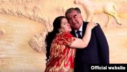 Президент Таджикистана Эмомали Рахмон и его дочь Озода. 5 октября 2017 года.