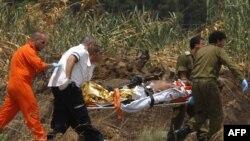 انتقال یک سرباز مجروح اسرائیلی توسط نیروهای امداگر