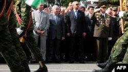 """15-летие Победы, как хорошо всем памятно, отмечалось спустя всего месяц после """"долгожданной неожиданности"""" – признания Россией независимости Абхазии и Южной Осетии. И, конечно, настрой общества определялся этим вдохновляющим событием"""