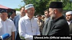 """Рустэм Хамитов в мечети """"Мадина"""" в Уфе. 6 июля 2016 года"""