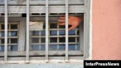 По официальным данным, на сегодняшний день заключенных, которым просто некуда идти, около 900 человек