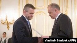Predsjednik Andrej Kiska (desno) i novoizabrani premijer Peter Pellegrini (lijevo)
