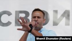 Российский оппозиционный политик Алексей Навальный выступает на митинге в поддержку независимых кандидатов, которым отказали в регистрации. Москва, 20 июля 2019 года.