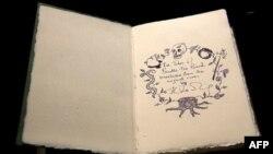 J. K. Rowling-in əli ilə yazdığı kitabdan illustrasiyalar.