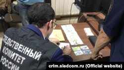 Yaltada yaqalanğan Rusiye politsiyasınıñ hadimlerinde tintüv, 2019 senesi, sentâbr 18