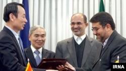 ایران در دیماه سال جاری قراردادی نفتی حدود ۲ میلیارد دلار با چین امضا کرد.