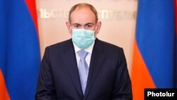 Armenia -- Prime Minister Nikol Pashinian speaks at a news briefing, June 9, 2020.