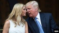 АҚШ президенті Дональд Трамп (оң жақта) пен оның қызы Иванка Трамп.