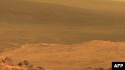 """Фрагмент снимка """"Марафонской долины"""", снятого при помощи исследовательского аппарата NASA Opportunity. 24 марта 2015 года."""