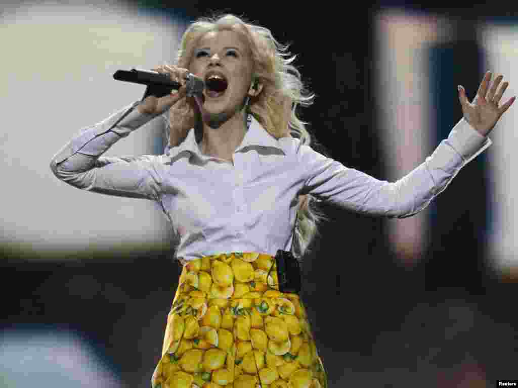 Співачка Міка Ньютон, яка представлятиме Україну на Євробаченні-2011 з піснею «Ангел», під час репетиції, Дюсельдорф, 3 травня. Photo by Wolfgang Rattay for REUTERS