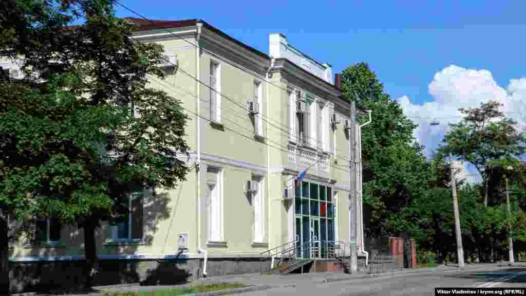У цій будівлі розміщений підконтрольний Росії Київський районний суд Сімферополя