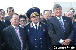 Тохтар Аубакиров (справа), первый казахстанский космонавт.