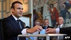امانوئل مکرون با دستیابی به اکثریت مطلق در انتخابات پارلمانی این کشور، اهرم های لازم را برای اعمال واقعی قدرت در اختیار گرفت