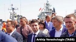 Уладзімір Зяленскі наведвае караблі, якія бралі ўдзел у сумесных з NATO марскіх вучэньнях Sea Breeze, Адэса, 7 ліпеня 2019