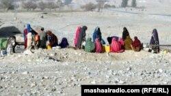 کوټه: ښځې په ګودر راټولې دي. په بلوچستان کې د اوبو ستونزه ډېره لویه ده. عورټ فاونډېشن ویلي په بلوچستان کې پر ښځو تشدد کم کېږي. د ۲۰۱۱ز کال د جولای اتمه