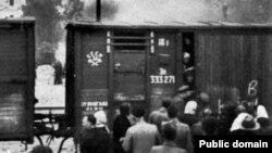 Людей депортують до Сибіру. Латвія, 1941 рік
