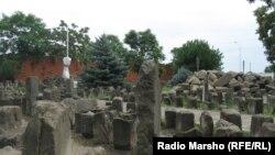 Шешенстан астанасы Грозный қаласындағы депортация құрбандары мемориалы. (Көрнекі сурет)