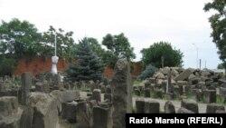 Шешенстан астанасы Грозныйдағы шешендер депортациясынан құрбан болған жандарға арналған мемориал.