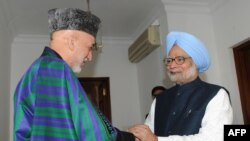Afghan President Hamid Karzai (left) with Indian President Manmohan Singh in New Delhi on December 13