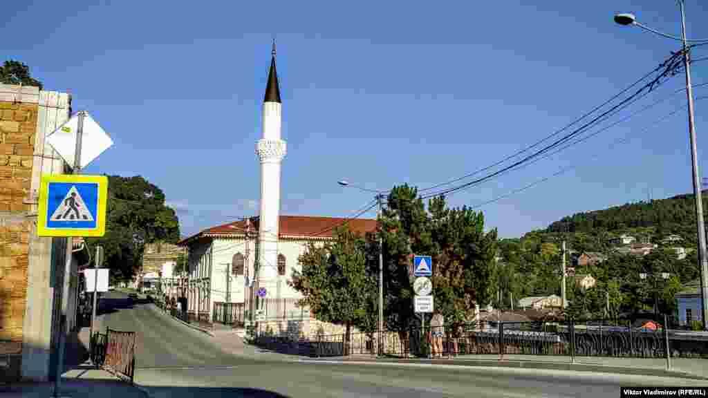Орта-Джамі вважається старою мечеттю. Перші згадки про неї датуються 1674 роком