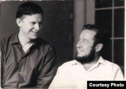 Аўтары «Нового мира» Васіль Быкаў і Аляксандар Салжаніцын. Масква, 1967 г. Фота Алеся Адамовіча