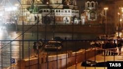 На месте убийства оппозиционного политика Бориса Немцова. Москва, 28 февраля 2015 года.