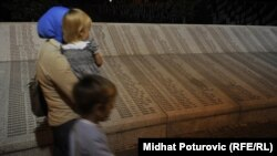 Ploča sa imenima žrtava genocida u Srebrenici, 11. jul 2012.