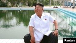 Ким Чен Ын во время визита в пионерский лагерь. Дата съемки неизвестна