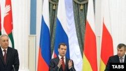 Имидж предателя по отношению к абхазам и южным осетинам ни к чему российским руководителям