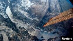 Baykal ko'li, Rossiya. Xalqaro fazo stansiyasining 35-ekspeditsiyasi komandiri Kris Hedfild tarafidan olingan surat. 26 fevral 2013 yil.