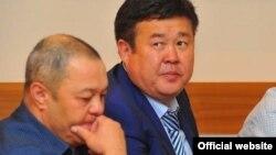 Шаршенбек Абдыкеримов (на втором плане).