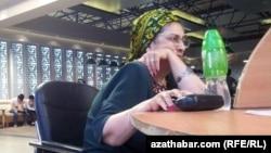 Internet kafe. Aşgabat. 2015 ý.