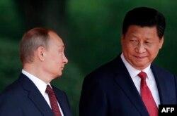 Президент КНР Си Цзиньпин и российский президент Владимир Путин на саммите в Шанхае